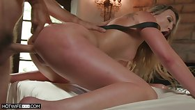 Lovable blonde screams back brutal scenes of anal doggy style