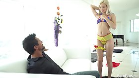 Sugar-daddy fucks his stunning blonde chick on a difficulty siamoise - Elsa Jean