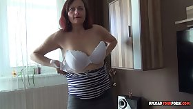 Amateur MILF drills her snatch while in excess of camera