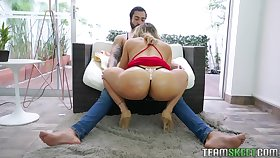 Big booty Latina MILF Carolina Ruiz dines above the dick aggressively